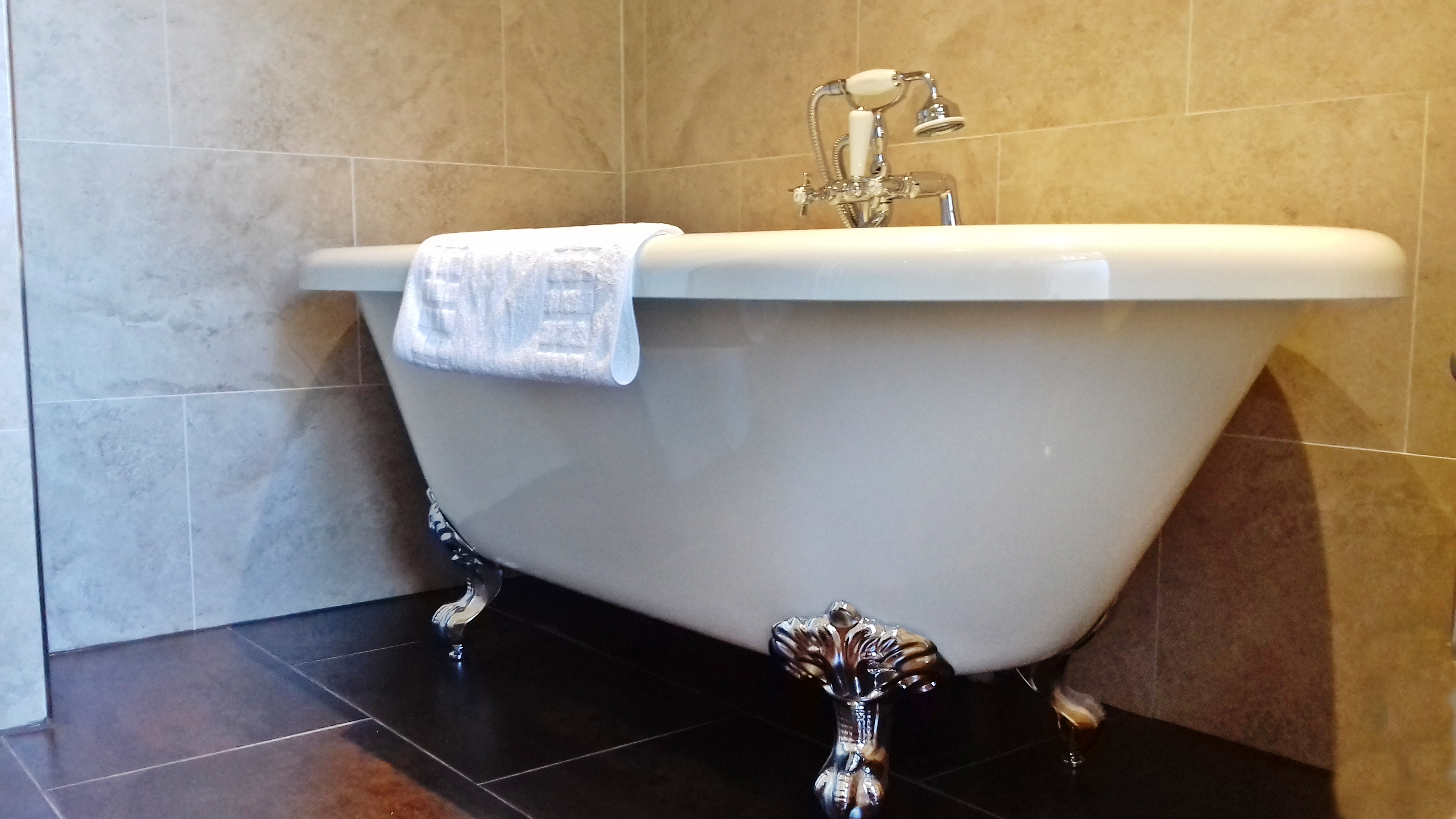 Double/Twin Ensuite with Bath - Garvally House
